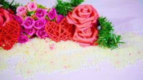 Längd i fot räknatflyttning av blommarosen och garneringvalentin