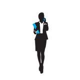 Längden för konturn för svart för affärskvinnan talar den fulla smart påringning för cell över vit bakgrund royaltyfri illustrationer
