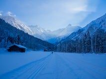 Längdlöpning i vintern, Spielmannsau dal, Oberstdorf, Allgau, Tyskland Royaltyfria Bilder