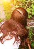 Länge tjockt mörkt hår med hairclipslut upp fotoet fotografering för bildbyråer