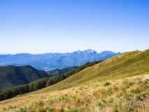 Längs banan in mot toppmötet av berget Fotografering för Bildbyråer