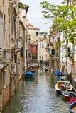 längs byggnader channel venetian venice vatten Arkivbilder