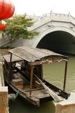 längs den fartygkanalsuzhou turisten Arkivbild