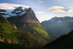 längs för vägsun för glaciär gående solnedgång till Royaltyfria Foton