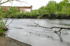 längs floden Arkivbilder
