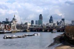längs floden thames royaltyfria foton
