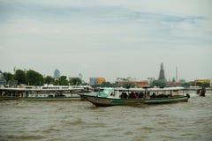 Längs i den Bangkoks floden Arkivbilder