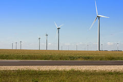 längs interstate moderna windmills Royaltyfria Bilder