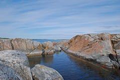 längs rocksvatten Royaltyfri Foto