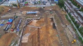 Längsgående spännvidd över källaren av fundamentet av byggnaden stock video