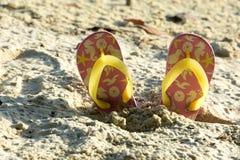 Längsgående stödbjälke på en strand i en sommarutflykt Fotografering för Bildbyråer