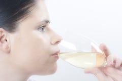 läppja winekvinna Royaltyfri Fotografi