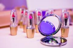 Läppstift och en spegel Fotografering för Bildbyråer