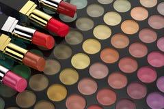 Läppstift på paletten för ögonskugga stock illustrationer