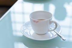 Läppstiftfläck på den keramiska kaffekoppen Royaltyfria Foton