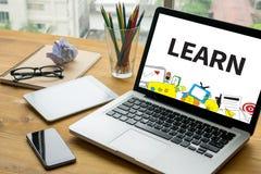 LÄR att lära utbildningskunskap och kunskap som utbildar E-Lear vektor illustrationer
