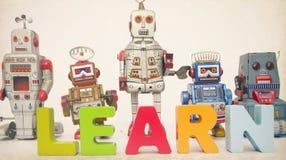 Lär den robotar tonade bilden Royaltyfri Foto