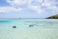 Lära att dyka med dykarutrustning Royaltyfri Bild