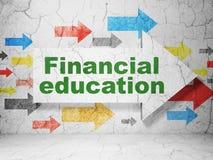 Lära begrepp: pil med finansiell utbildning på grungeväggbakgrund Royaltyfria Bilder