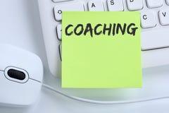 Lära för seminarium för coachning- och mentoringutbildningsutbildning som är halvt royaltyfria bilder