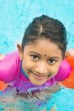 Lära simning arkivbild