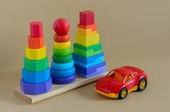 Lära utvecklings- ungeleksaker Geometriskt utmatningsfack i efterbehandlaren, leksakbil C Arkivbilder