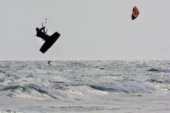 Lärande process: hur till kiteboarding Royaltyfri Foto