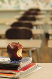 lärare för 2 skrivbord s Royaltyfri Foto