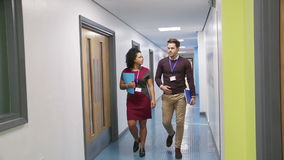 Lärare i korridoren
