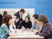 Lärare och deltagare royaltyfri fotografi