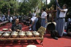 Lärare och Javanese Gamelan arkivfoto