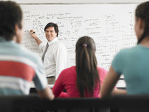 Lärare Teaching To Students i grupp Arkivbilder