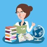 Lärarekvinnan med exponeringsglas läste böcker med jordklotet i skrivbord lär geografi Royaltyfri Fotografi