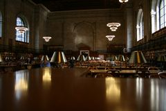 Läs- korridoroffentligt bibliotek New York Arkivfoton