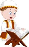 Läs- Quran för tecknad filmpojke stock illustrationer