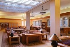Läs- rum för böjapparat på Stanford Green Library royaltyfria foton