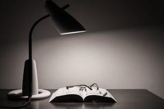 Läs- skrivbord arkivbilder