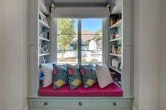 Läs- vrå för modern hem- bok Royaltyfri Foto