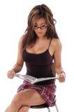 läsa den sexiga kvinnan Arkivfoto