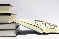 läsa för böcker Arkivbild