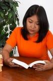 läsa för böcker Royaltyfri Foto