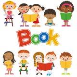 läsa för bokbarn Arkivfoton
