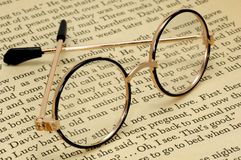 läsa för exponeringsglas arkivbilder