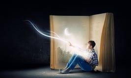 Läsa och fantasi Arkivbild