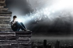 Läsa och fantasi Fotografering för Bildbyråer