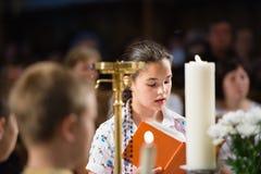 Läser bönen Fotografering för Bildbyråer