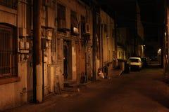 Läskig gränd på natten Royaltyfri Foto