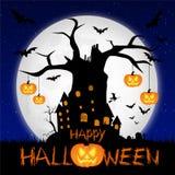 Läskig halloween bakgrund med månen och det gamla trädet royaltyfri foto