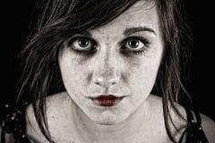 läskig illavarslande kvinna royaltyfri bild