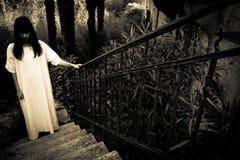 Läskig kvinna för fasa Royaltyfria Foton